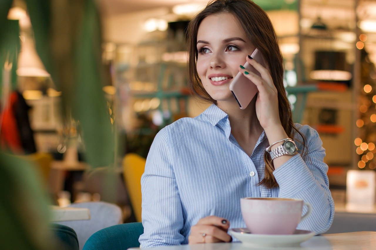 Why you should consider giving your employees workplace smartphones